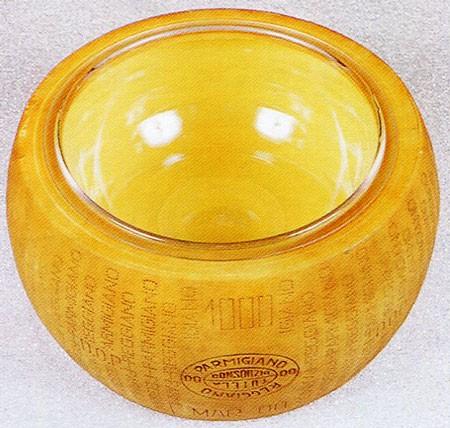 Formaggi finti e forme di Parmigiano finte per negozi e punti vendita