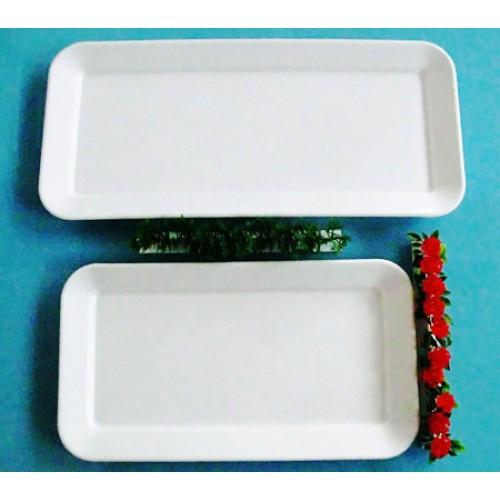 Piatti/vassoi in plastica antiurto a iniezione (non ricavati da lastra intera), con bordo svasato, prezzi cadauno.