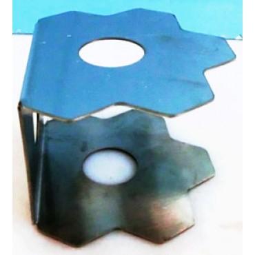 """Alzate in acciaio inox a forma di fiore esagonale piegate a """"C"""", per esporre vassoi nei banchi frigo."""