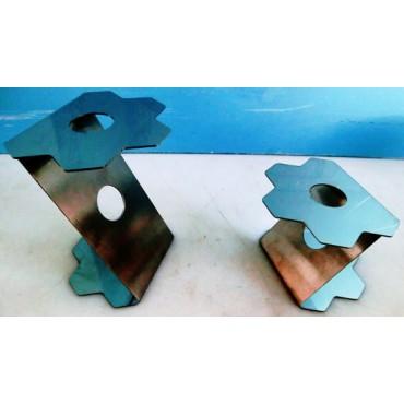"""Alzate in acciaio inox a forma di fiore esagonale piegate a """"Z"""", per esporre vassoi nei banchi frigo."""