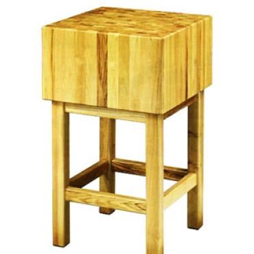 Ceppi in legno di robinia spessore cm 20, con sgabello in legno. Altezza totale ceppo + sgabello cm 90.
