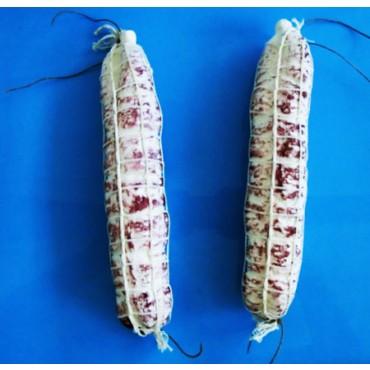 N. 2 salami cm 25 finti con rete, chiari, medio-grandi, lunghi, diametro cm 5, prezzi per 2 pezzi.