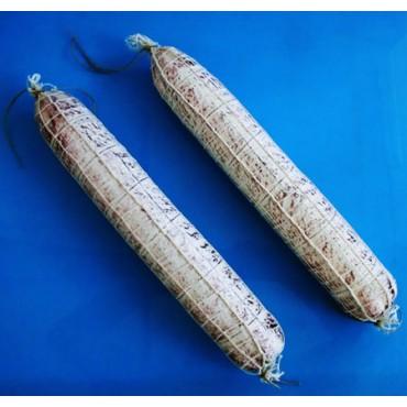 N. 2 salami cm 45 finti con rete, chiari, grandi, tipo Milano, diametro cm 6,5. Prezzi per 2 pezzi.