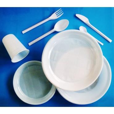 PIATTI, POSATE, BICCHIERI, bianchi in PLASTICA, monouso, per ristorazione, catering, feste, aperitivi, bar.