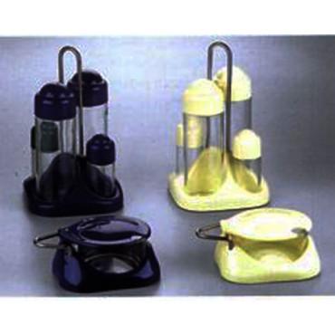 Menage e formaggere in plastica blu e gialle