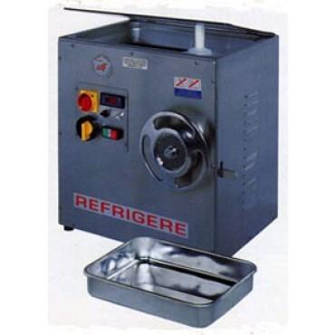 Tritacarne refrigerato bocca 32 CE, struttura in acciaio inox; bocca - coclea - ghiera in fusione inox. Motore HP 3 trifase Kw 2,2 - ventilato. Invertitore di marcia. Dimensioni mm 430x440xH570, peso kg 80. Prod.oraria (kg/h) 300.