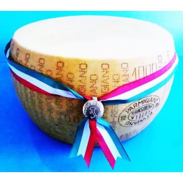 Forme di formaggio finte con sigillo e coccarda tricolore