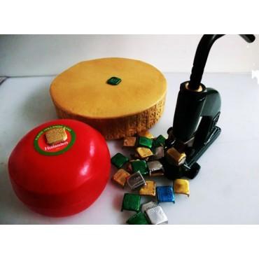 Sigilli o marchietti a 4 punte mm 30 da infilare nei formaggi, per marcare il lotto e la data con apposito torchietto, per la tracciabilità. Certificati per alimenti, personalizzati con nome, indirizzo e bollo CE del cliente, oppure non personalizzati.