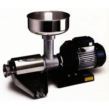 Motoriduttori elettrici Reber con accessori optional: spremipomodoro, tritacarne, grattugia, torchio per pasta, impastatrice.