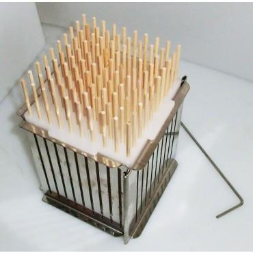 Taglia arrosticini - cubo - in acciaio inox + sportello apribile, con 1000 stecchini in legno.